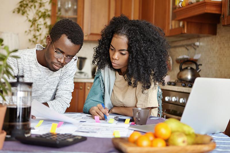 Cálculos e organização são fundamentais na hora de planejar o casamento. Foto: Freepik.com